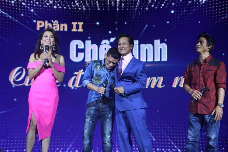 Che Linh tinh cam ben hai con trai tren san khau hinh anh 5