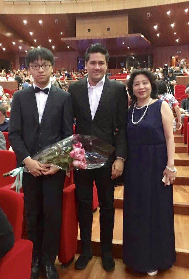 Tran Le Quang Tien - 'tro cung' cua Bui Cong Duy lot top 8 cuoc thi violon Tchaikovsky hinh anh 2