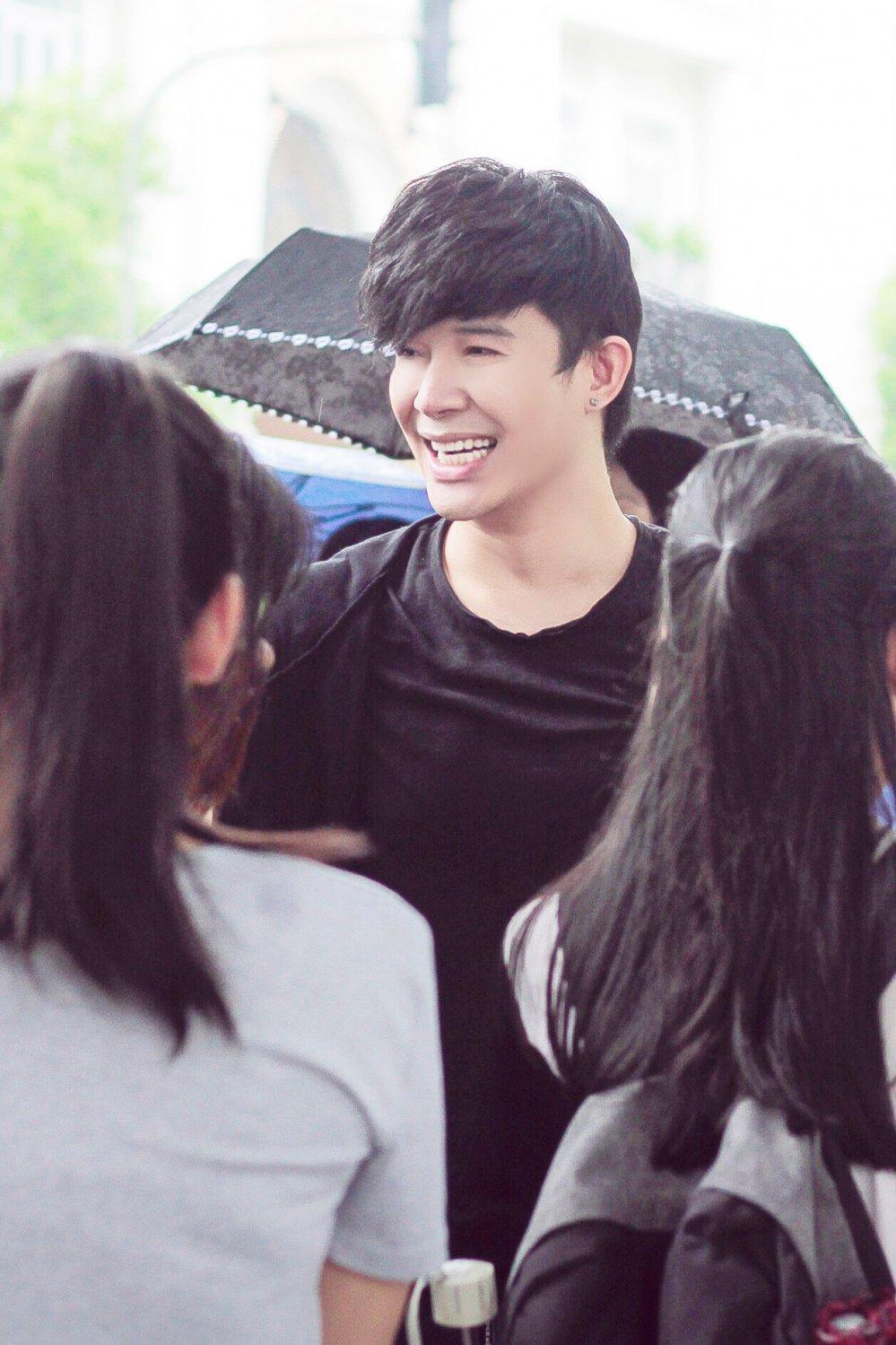 Nathan Lee bi fans 'vay' o bo Ho Ha Noi hinh anh 2