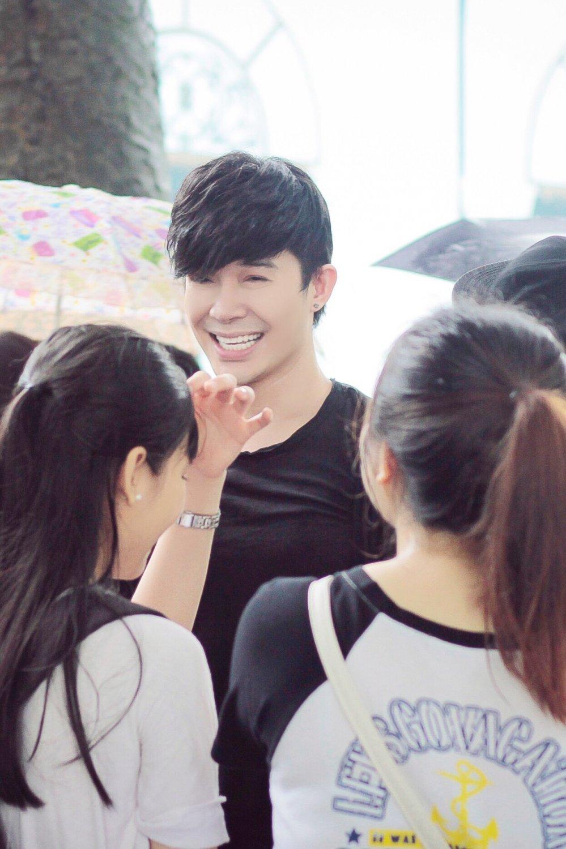 Nathan Lee bi fans 'vay' o bo Ho Ha Noi hinh anh 3