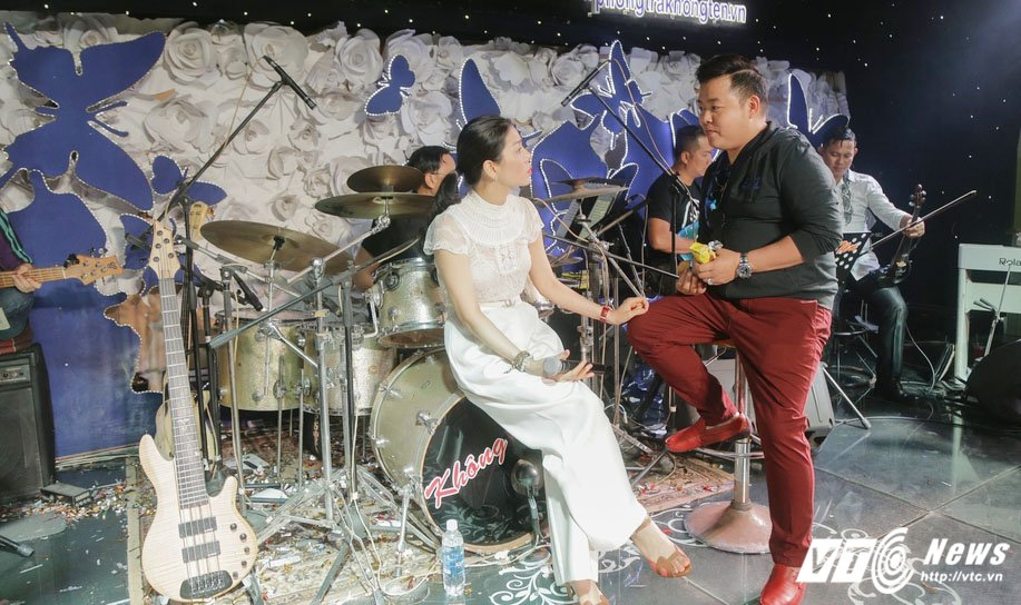 Quang Le tai xuat sau nhung phat ngon chuyen giuong chieu voi Thanh Bi hinh anh 2