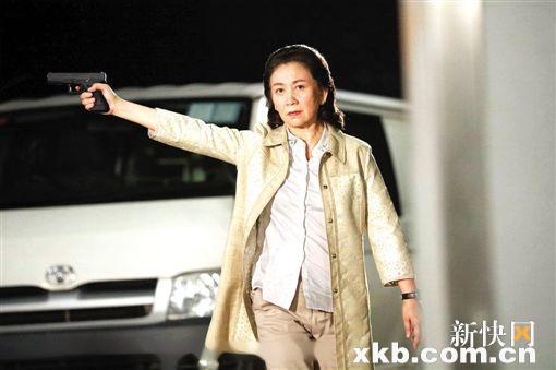 Man hon luoi trong phim TVB khien khan gia soc vi 'nhu phim sex' hinh anh 7