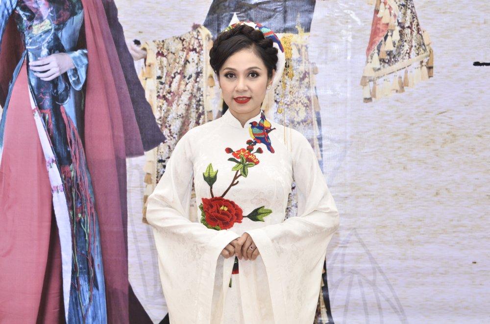 Viet Trinh, Hoa hau Suong Dang dep man ma trong trang phuc ao dai hinh anh 1