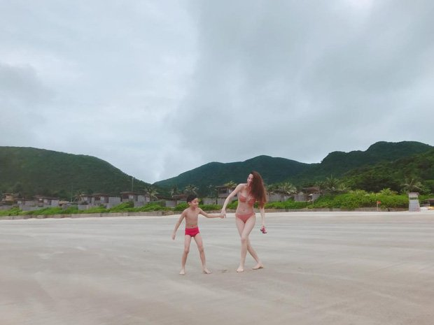 Video: Ho Ngoc Ha va Kim Ly hon nhau khi di nghi duong rieng hinh anh 5