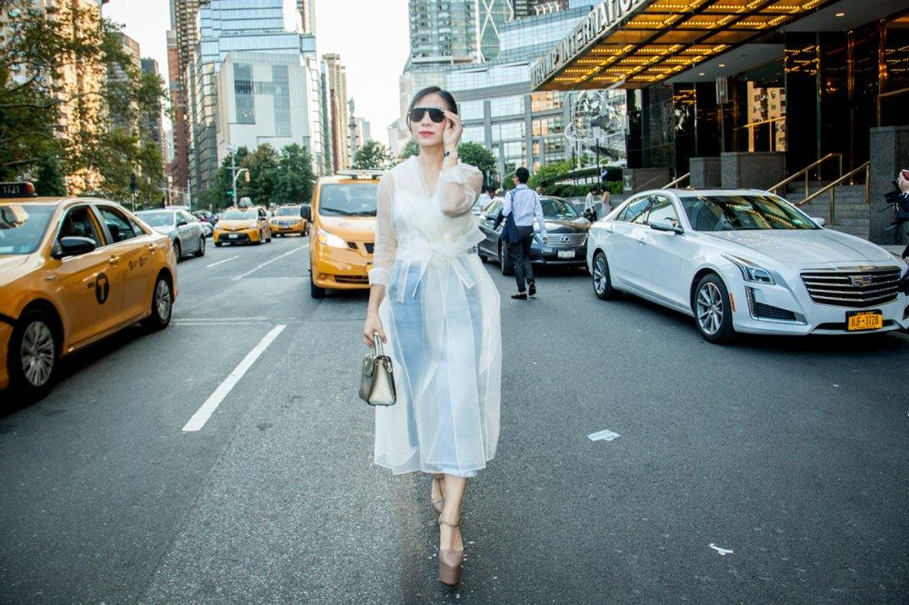 CEO Elise Luu Nga ngoi cung hang Paris Hilton xem thoi trang tai New York hinh anh 3