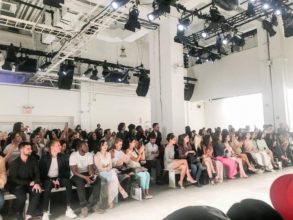 CEO Elise Luu Nga ngoi cung hang Paris Hilton xem thoi trang tai New York hinh anh 7