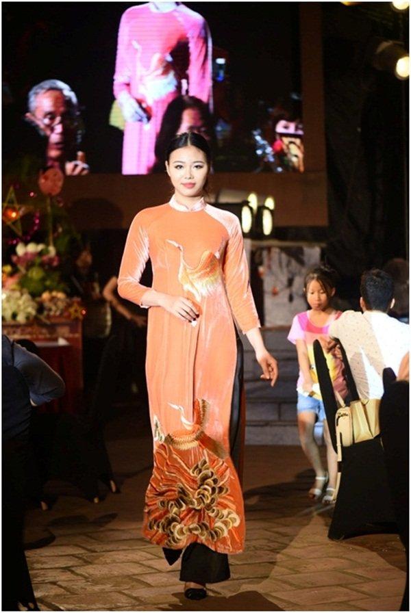 Hon Viet bung sang trong bo suu tap ao dai Thu vong Nguyet hinh anh 10