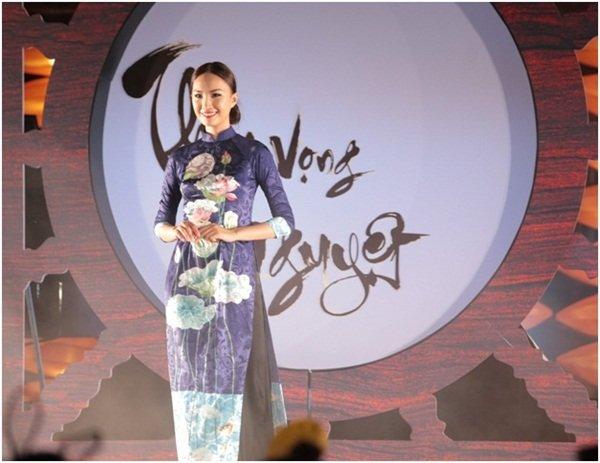 Hon Viet bung sang trong bo suu tap ao dai Thu vong Nguyet hinh anh 8
