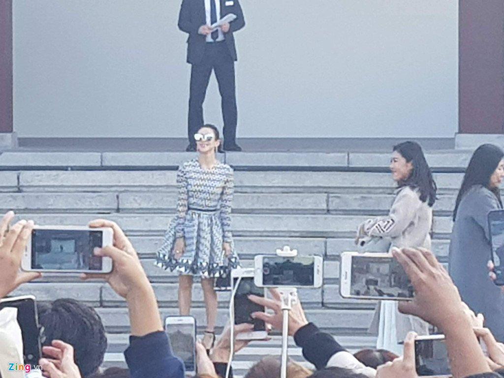 Song Joong Ki hon Song Hye Kyo say dam trong le cuoi hinh anh 27