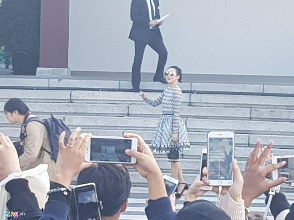 Song Joong Ki hon Song Hye Kyo say dam trong le cuoi hinh anh 28