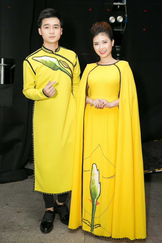 Duong Hoang Yen - Ha Anh dien ao dai doi sau khi tai hop hinh anh 1