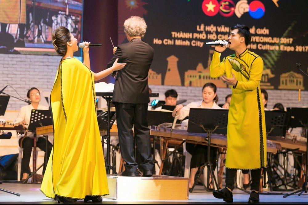 Duong Hoang Yen - Ha Anh dien ao dai doi sau khi tai hop hinh anh 2