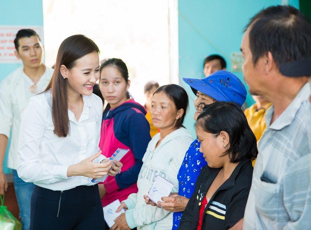 Hoa hau Khanh Ngan ung ho 200 trieu dong cho ba con Phu Yen hinh anh 4