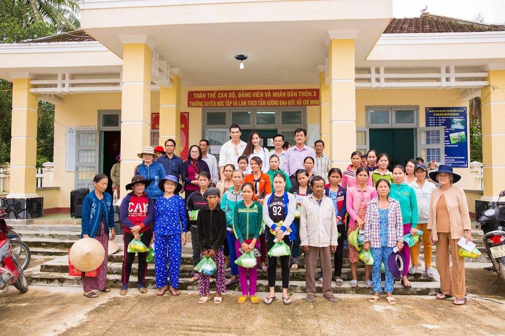 Hoa hau Khanh Ngan ung ho 200 trieu dong cho ba con Phu Yen hinh anh 5