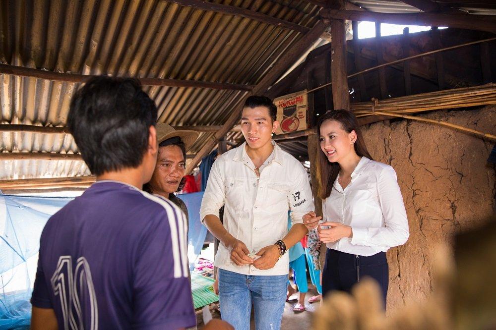 Hoa hau Khanh Ngan ung ho 200 trieu dong cho ba con Phu Yen hinh anh 8