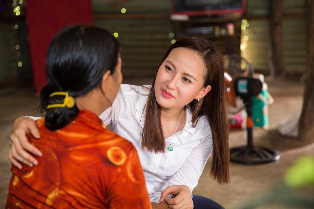 Hoa hau Khanh Ngan ung ho 200 trieu dong cho ba con Phu Yen hinh anh 10