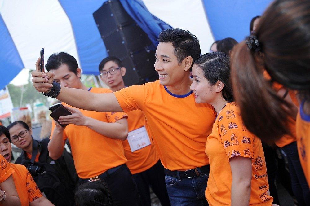 Nguyen Khang, Hoa hau Huong Giang doi mua tham gia chay bo gay quy tu thien hinh anh 2