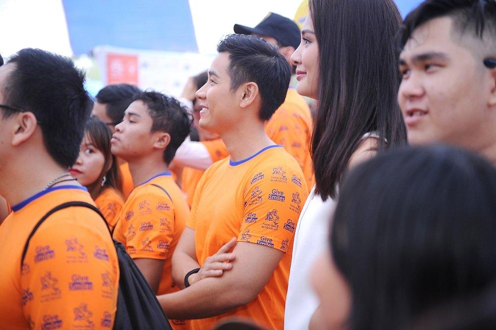 Nguyen Khang, Hoa hau Huong Giang doi mua tham gia chay bo gay quy tu thien hinh anh 4