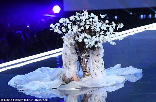Tuong lai nao cho sieu mau Trung Quoc nga o show Victoria's Secret? hinh anh 2
