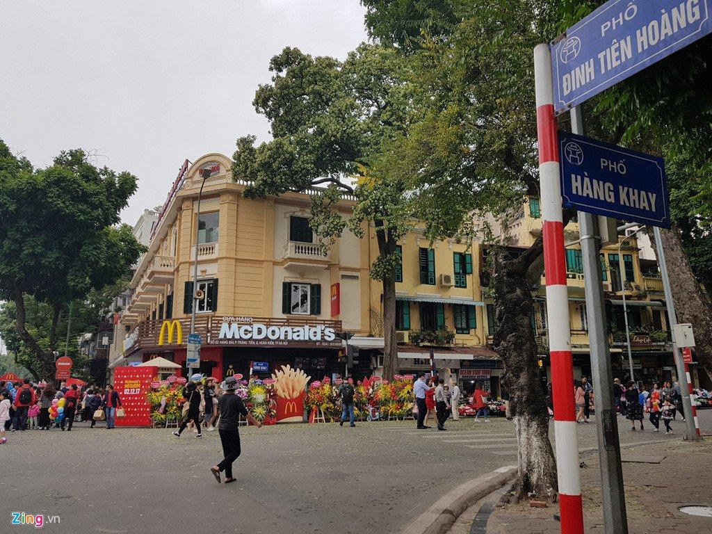Khach thu do to mo ngay McDonald's mo cua hang dau tien tai Ha Noi hinh anh 1