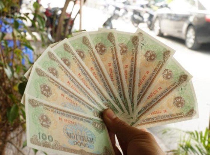 Muon co tien giay 100 dong phai chiu phi doi cao gap hang tram lan hinh anh 1