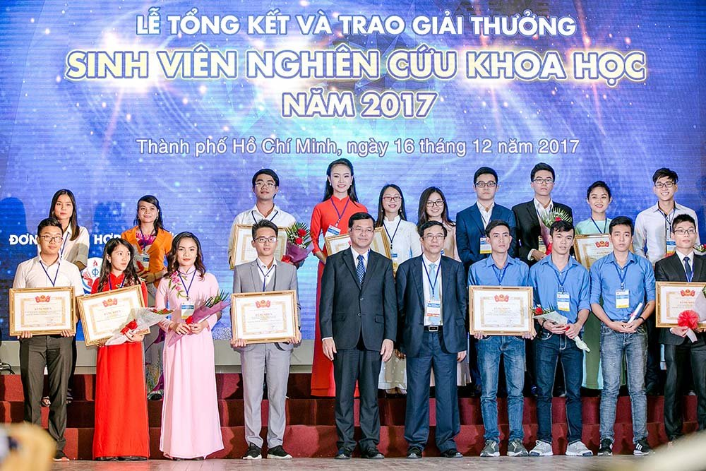 'Co gai vang' cua Hoa hau Viet Nam lai gianh them giai thuong Khoa hoc hinh anh 3
