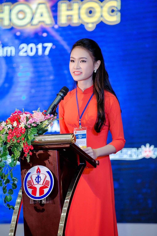 'Co gai vang' cua Hoa hau Viet Nam lai gianh them giai thuong Khoa hoc hinh anh 4