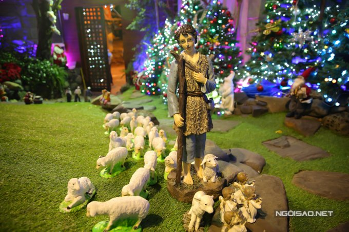 Dam Vinh Hung trang tri biet thu mua Noel hoanh trang khien nhieu nguoi 'choang' hinh anh 22