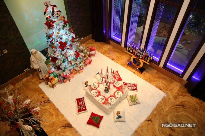 Dam Vinh Hung trang tri biet thu mua Noel hoanh trang khien nhieu nguoi 'choang' hinh anh 11