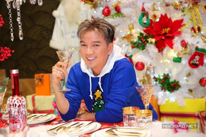 Dam Vinh Hung trang tri biet thu mua Noel hoanh trang khien nhieu nguoi 'choang' hinh anh 12