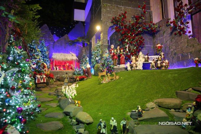 Dam Vinh Hung trang tri biet thu mua Noel hoanh trang khien nhieu nguoi 'choang' hinh anh 2