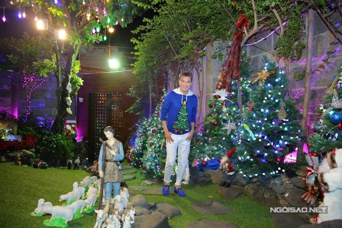 Dam Vinh Hung trang tri biet thu mua Noel hoanh trang khien nhieu nguoi 'choang' hinh anh 5