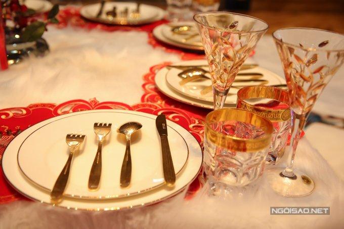 Dam Vinh Hung trang tri biet thu mua Noel hoanh trang khien nhieu nguoi 'choang' hinh anh 18