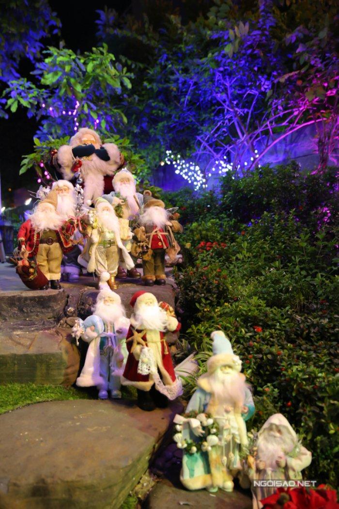 Dam Vinh Hung trang tri biet thu mua Noel hoanh trang khien nhieu nguoi 'choang' hinh anh 19
