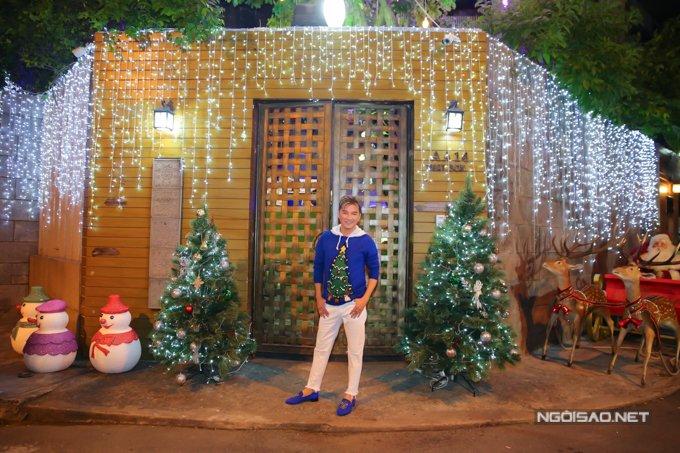 Dam Vinh Hung trang tri biet thu mua Noel hoanh trang khien nhieu nguoi 'choang' hinh anh 9