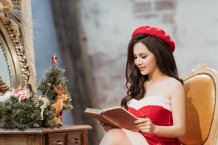 Sao mai Mai Thuong gay bat ngo khi hoa than goi cam don Noel hinh anh 2