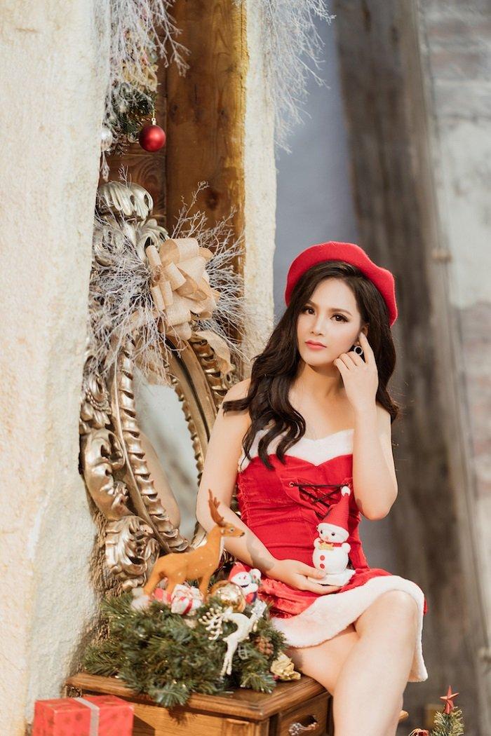 Sao mai Mai Thuong gay bat ngo khi hoa than goi cam don Noel hinh anh 4