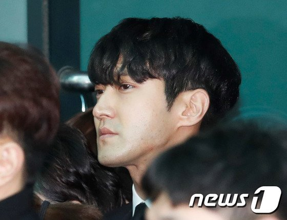 Le dua tang Jong Hyun (SHINee): Chi gai, sao Kpop khoc can nuoc mat hinh anh 15