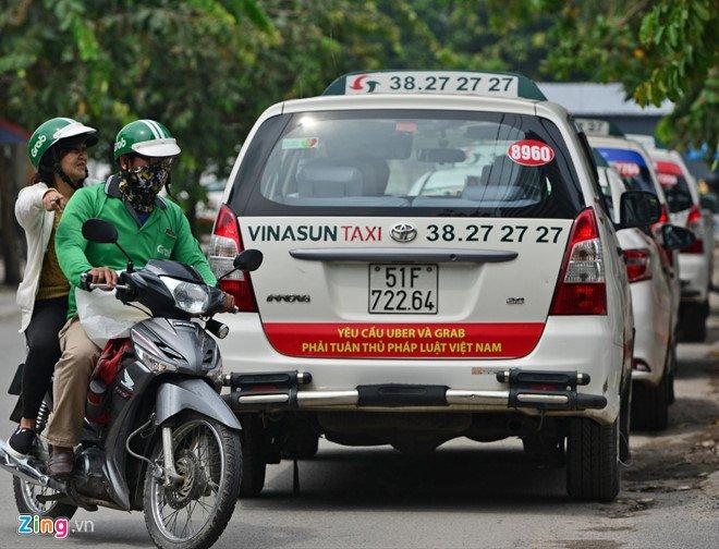 Den luot Hiep hoi Taxi TP.HCM kien nghi coi Uber, Grab la taxi hinh anh 1