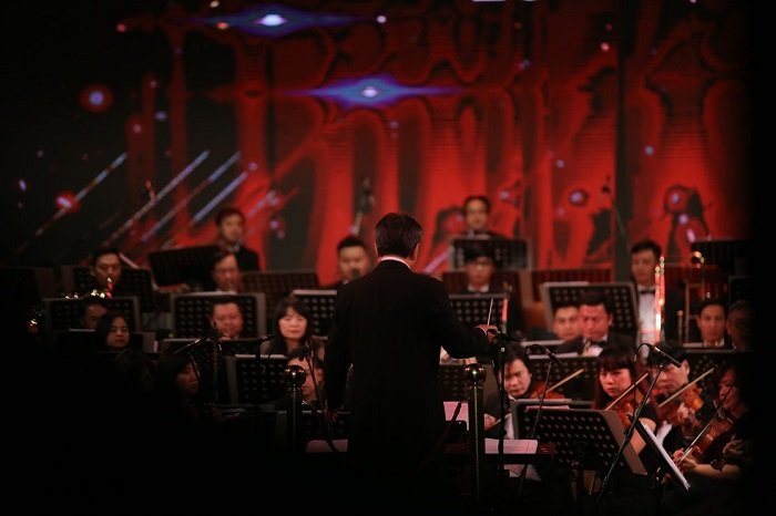 'V-Concert: Hoa nhac nam moi': Dem thang hoa cua am nhac dinh cao, dang cap hinh anh 8
