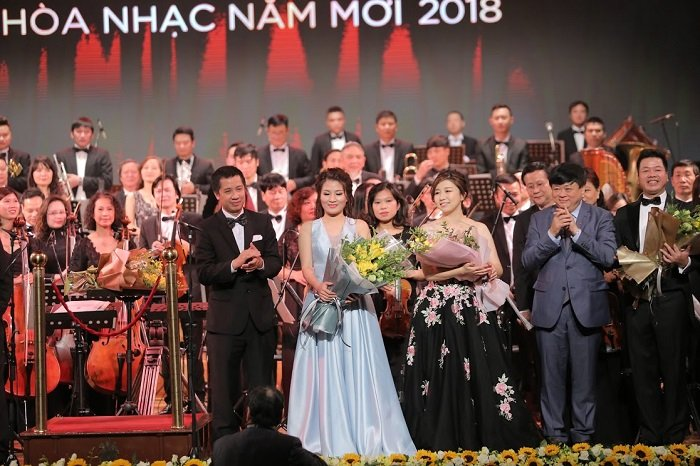 'V-Concert: Hoa nhac nam moi': Dem thang hoa cua am nhac dinh cao, dang cap hinh anh 13