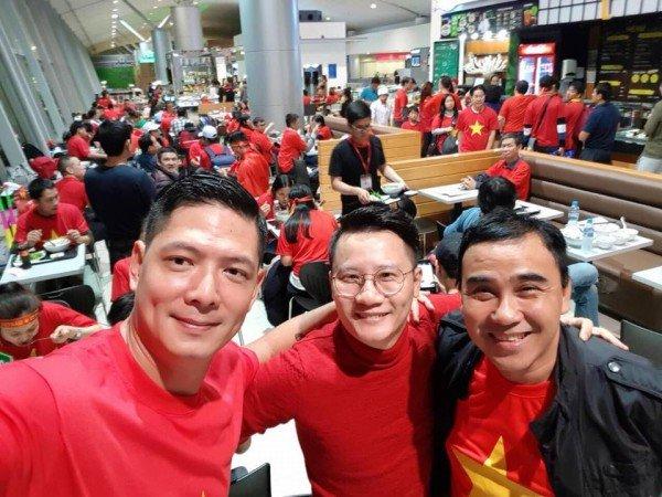 Hoang Bach, Binh Minh cung dan sao Viet sang Trung Quoc co vu tinh than U23 Viet Nam hinh anh 1