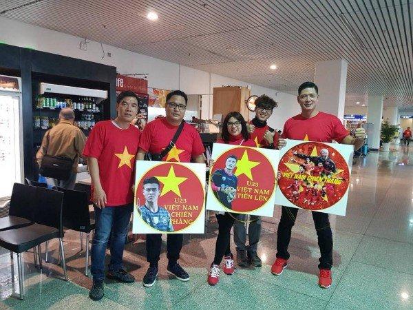 Hoang Bach, Binh Minh cung dan sao Viet sang Trung Quoc co vu tinh than U23 Viet Nam hinh anh 4