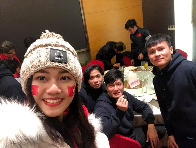 A hau Thanh Tu chup anh voi HLV Park Hang-seo, Quang Hai sau chung ket hinh anh 2