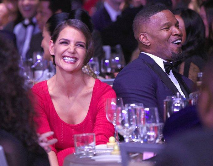 Katie Holmes va ban trai cong khai tinh tu trong tiec Grammy hinh anh 4