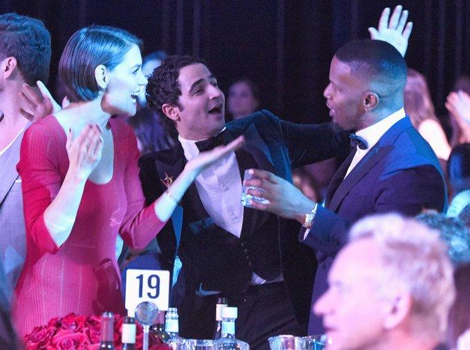 Katie Holmes va ban trai cong khai tinh tu trong tiec Grammy hinh anh 5