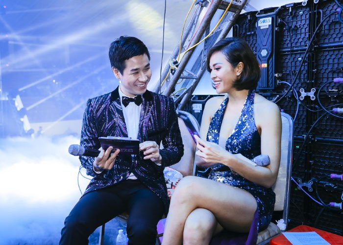 Toc Tien, Huong Tram dien vay ho tao bao ben MC Nguyen Khang hinh anh 2