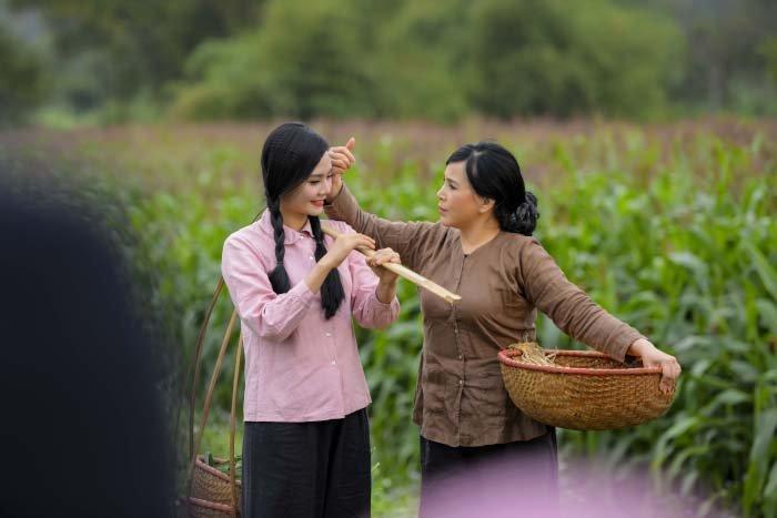 'Em be Ha Noi' Lan Huong roi nuoc mat vi ca khuc do Luong Nguyet Anh sang tac hinh anh 2