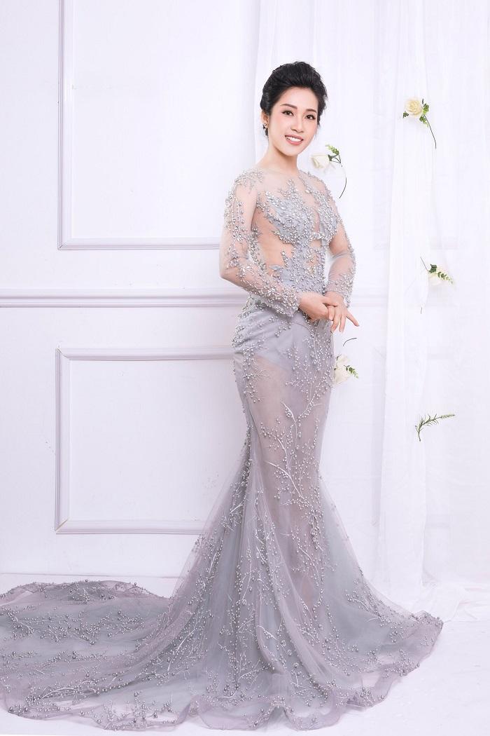 Hellen Thuy: 'Thay Dam Vinh Hung khong muon toi doc thong tin ve minh tren mang' hinh anh 1