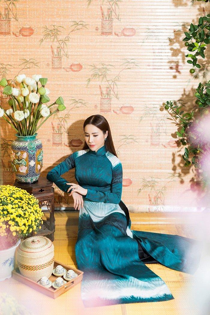 Hoa hau Hoang Dung yeu kieu trong ta ao dai don xuan hinh anh 8